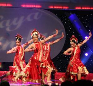 Naya-Andaz-2012-Holi-Re-and-Silsila-7